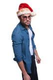 一个恼怒的人的侧视图在圣诞老人帽子 图库摄影