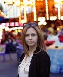 一个恼怒的女孩的画象 免版税库存照片