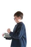 一个恼怒的少年的画象有键盘的 免版税库存照片