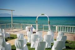 一个惊人的室外婚礼 免版税库存照片