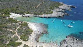 一个惊人的海滩的鸟瞰图在Menorca 免版税库存图片