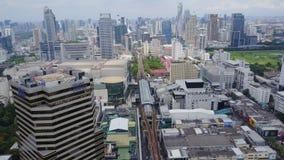 一个惊人的风景的天线在中国市的有现代摩天大楼和企业的 在被开发的洪的顶视图 免版税库存图片