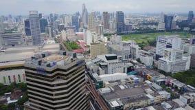 一个惊人的风景的天线在中国市的有现代摩天大楼和企业的 在被开发的洪的顶视图 库存图片