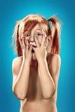 一个惊奇的小女孩的美丽的画象 免版税库存图片