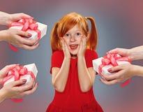 一个惊奇的小女孩的美丽的画象 免版税库存照片