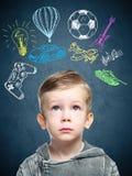 一个想法的孩子的一个概念性图象 图库摄影