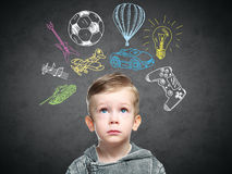 一个想法的孩子的一个概念性图象 免版税库存图片