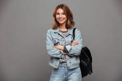 一个愉快的俏丽的女孩的画象牛仔布夹克的 图库摄影