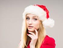 一个愉快的十几岁的女孩的画象圣诞节帽子的 库存照片
