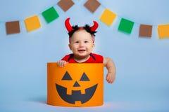 一个愉快的孩子的画象仿照万圣夜样式 免版税库存图片