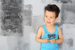 一个愉快的小男孩的画象 库存照片