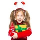 一个愉快的幼儿的画象有一件礼物的在他们的手上 圣诞节 新年度 库存图片
