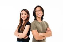 一个愉快的有吸引力的亚洲夫妇身分的画象 免版税图库摄影