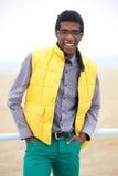 一个愉快的非裔美国人的男性时装模特儿的画象 图库摄影