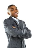一个愉快的年轻非裔美国人的商人的画象用被折叠的手 免版税库存图片