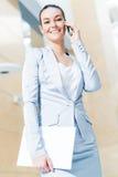 一个成功的女商人的纵向 免版税库存照片
