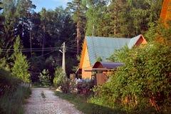 一个房子在森林的一个村庄 图库摄影