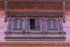 一个房子的一个传统窗口在Bhaktapur 免版税图库摄影