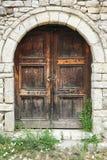 一个房子的前门Kala城堡的在培拉特的 库存照片