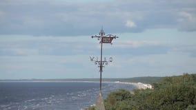 一个房子的尖顶由海Timelapse波罗的海的 影视素材
