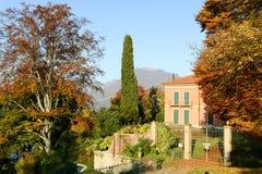 一个房子的秋季风景在卢加诺 免版税库存图片