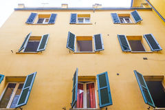 一个房子的门面在波隆纳的中心 库存照片