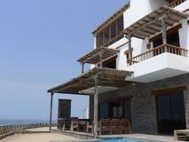 一个房子的风景看法Pulpos海滩的,在利马南部 免版税图库摄影