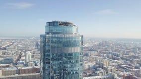 一个摩天大楼和现代城市的顶视图在冬天 华美的摩天大楼在阳光下 库存照片