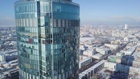 一个摩天大楼和现代城市的顶视图在冬天 华美的摩天大楼在阳光下 免版税库存图片