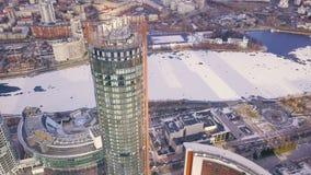 一个摩天大楼和现代城市的顶视图在冬天 夹子 惊人的城市风景 库存图片