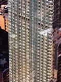 一个摩天大楼的玻璃门面在纽约 免版税库存照片