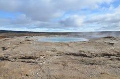 一个放出的喷泉的美好的自然视图 免版税库存照片