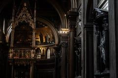 一个教会的内部在罗马 免版税库存照片