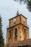 一个教会的响铃塔在中世纪村庄萨布莱,普罗旺斯 免版税库存图片