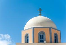 一个教会的圆顶Santorini的 免版税库存照片