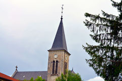 一个教会的塔有蓝天的 免版税图库摄影