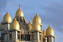 一个教会的金黄圆顶在芝加哥 免版税库存照片