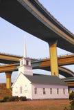 一个教会的综合图象在高速公路天桥中的 图库摄影