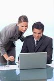 一个新企业小组的纵向与笔记本一起使用 库存图片