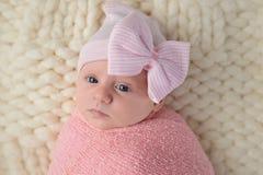 一个新出生的女婴的特写 免版税图库摄影