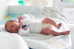 一个新出生的婴孩 库存照片