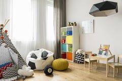 一个新式的想法的儿童居室 免版税库存照片
