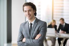 一个新微笑的生意人的纵向 库存图片