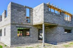 一个新房的具体基础,工地工作看法在准备过程中 免版税库存图片