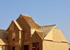 一个新房细节的屋顶框架 库存图片