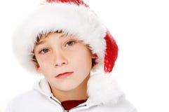 一个新男孩的特写镜头圣诞老人帽子的 库存照片