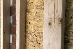 一个新的乡间别墅站点的木框架墙壁的建筑 联合国 免版税图库摄影
