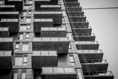 一个新的公寓塔在卡尔加里街市 库存图片