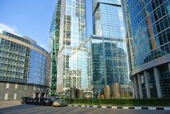 一个新的商业中心的街道在莫斯科城市 免版税图库摄影