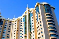 一个新的多层的大厦 摩天大楼 免版税库存照片